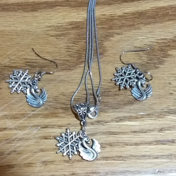 Jewelry - Small Swan snowflake necklace and earrings set